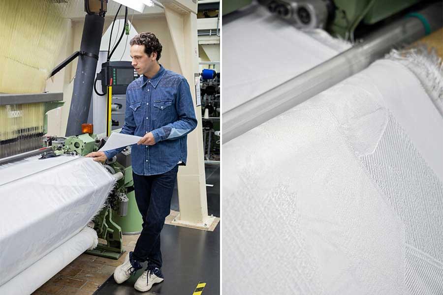 Wouter Paijmans aan de weefmachine in het TextielLab